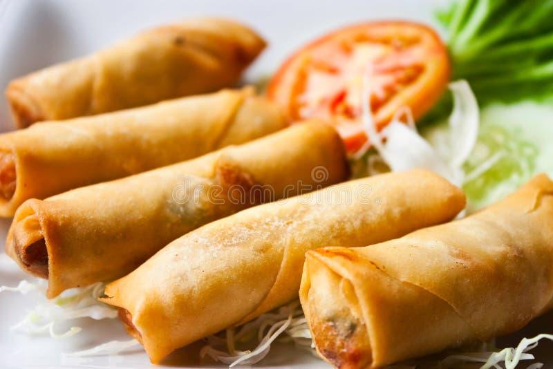 Nourriture traditionnelle chinoise frite de roulis de source photographie stock