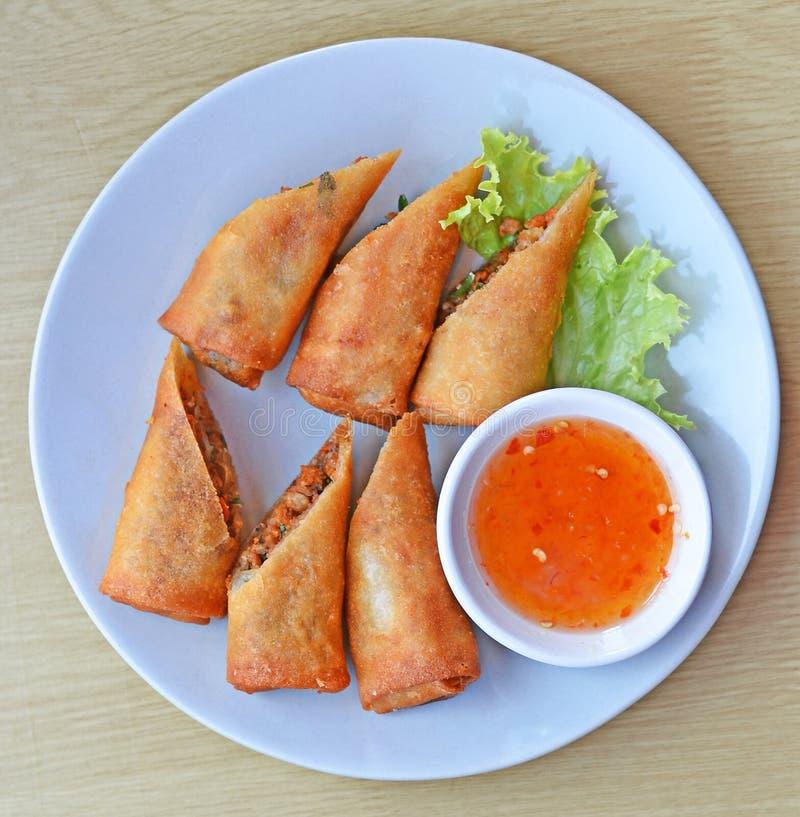 Nourriture traditionnelle chinoise frite de roulis de source image libre de droits
