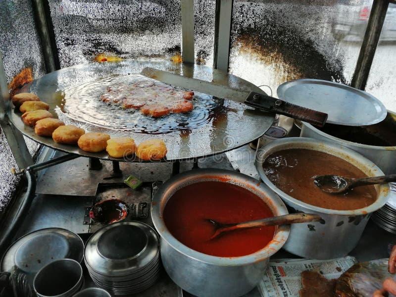 Nourriture traditionnelle indienne de stalle de tiki de pomme de terre image libre de droits