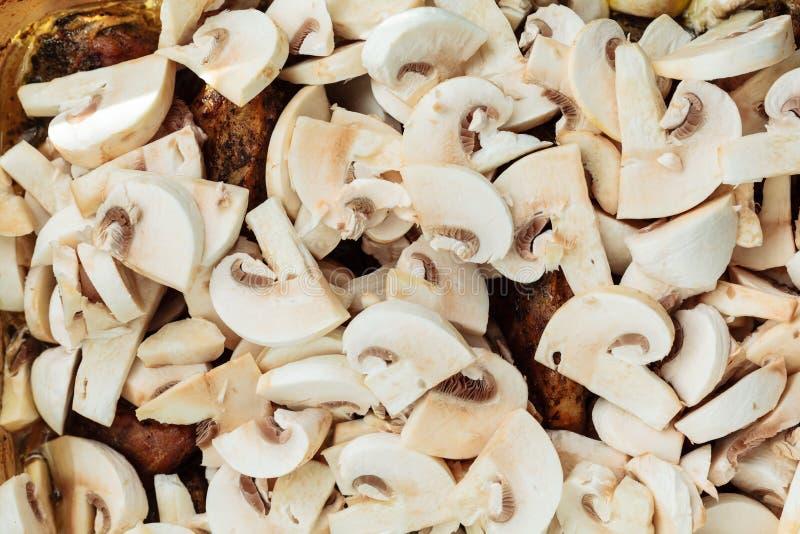 Nourriture Viande rôtie de poulet avec des champignons image stock