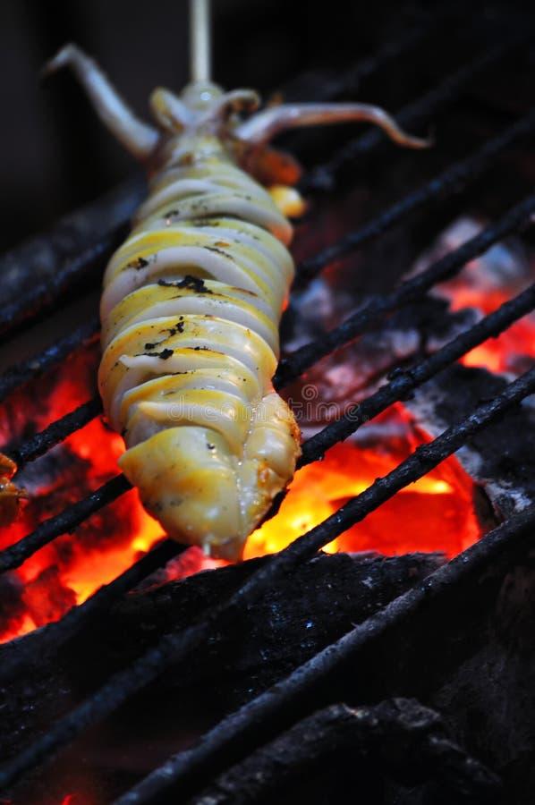 Nourritures de rue - calmar grillé photo stock