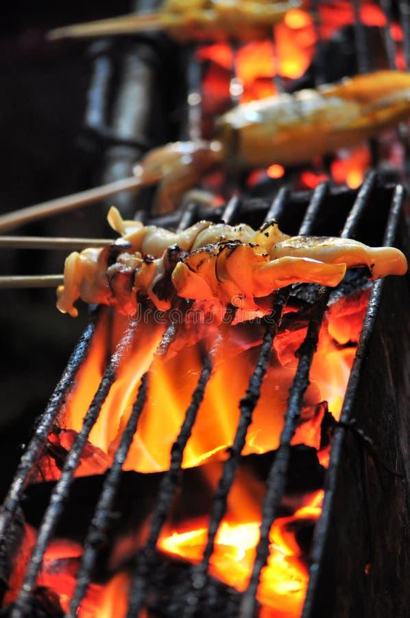 Nourritures de rue - calmar grillé photographie stock