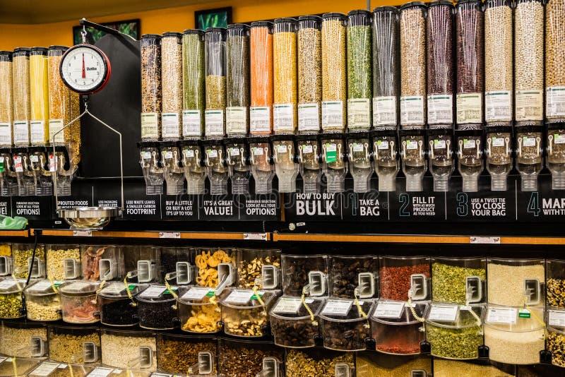 Nourritures en vrac et balance photo stock
