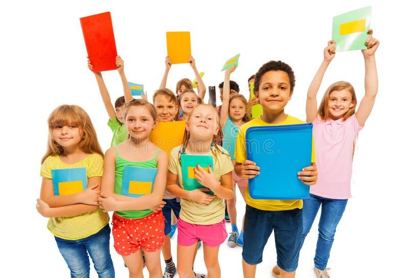 Nous avons obtenu A plus, grand groupe d'enfants photographie stock libre de droits