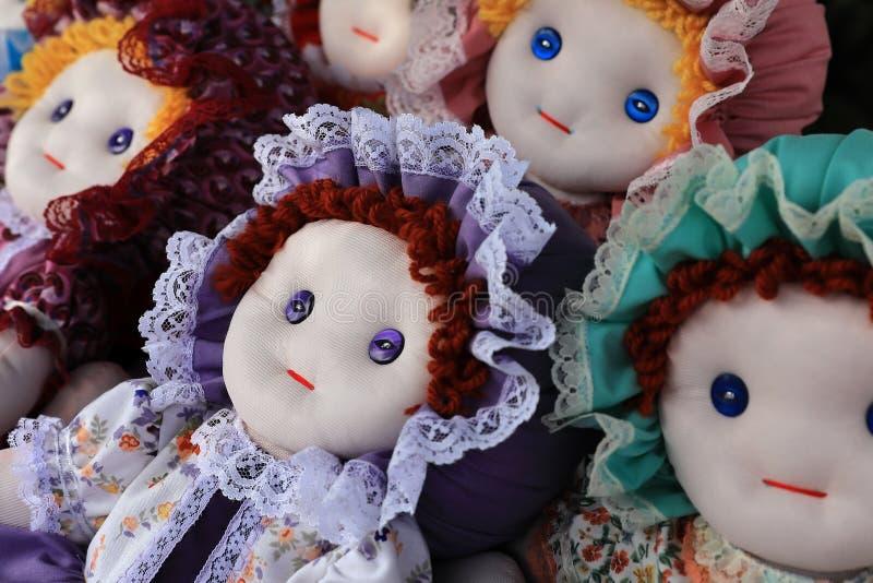 Nous sommes de belles poupées faites maison photographie stock libre de droits