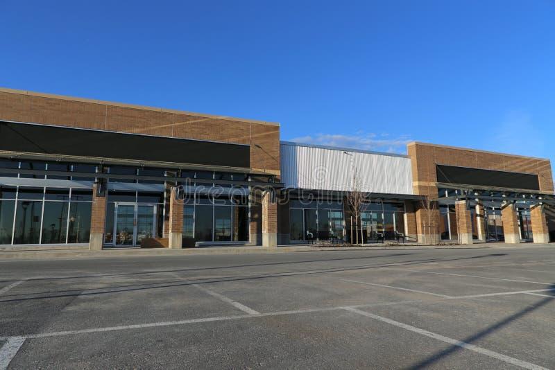 Nouveau bâtiment commercial image stock