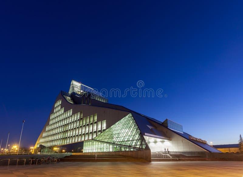 Nouveau bâtiment de Bibliothèque nationale de la Lettonie photos stock