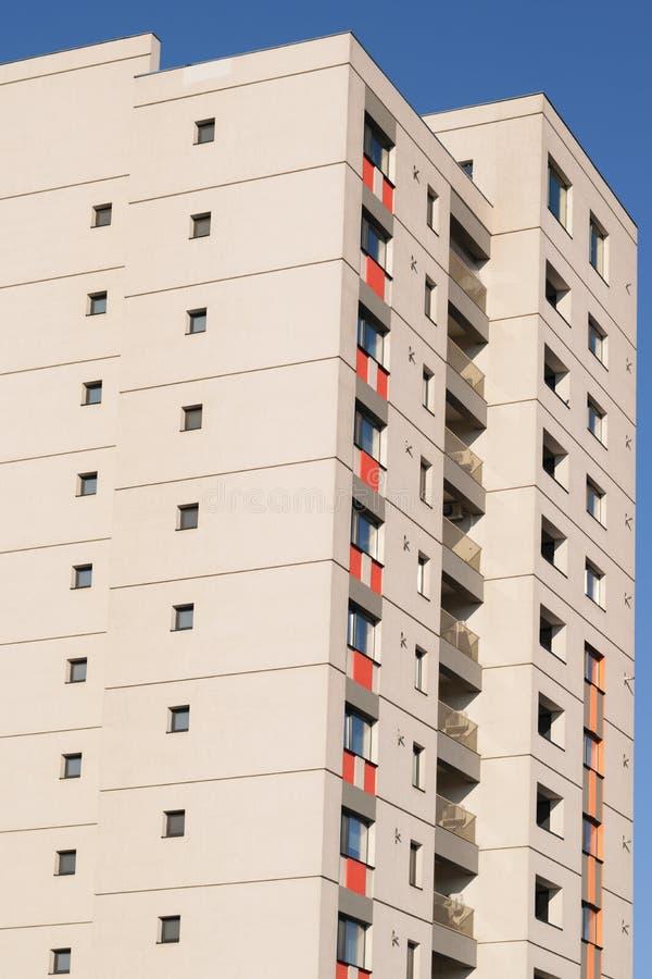Nouveau bloc d'appartements Nouvel immeuble prêt à être vendu photo libre de droits