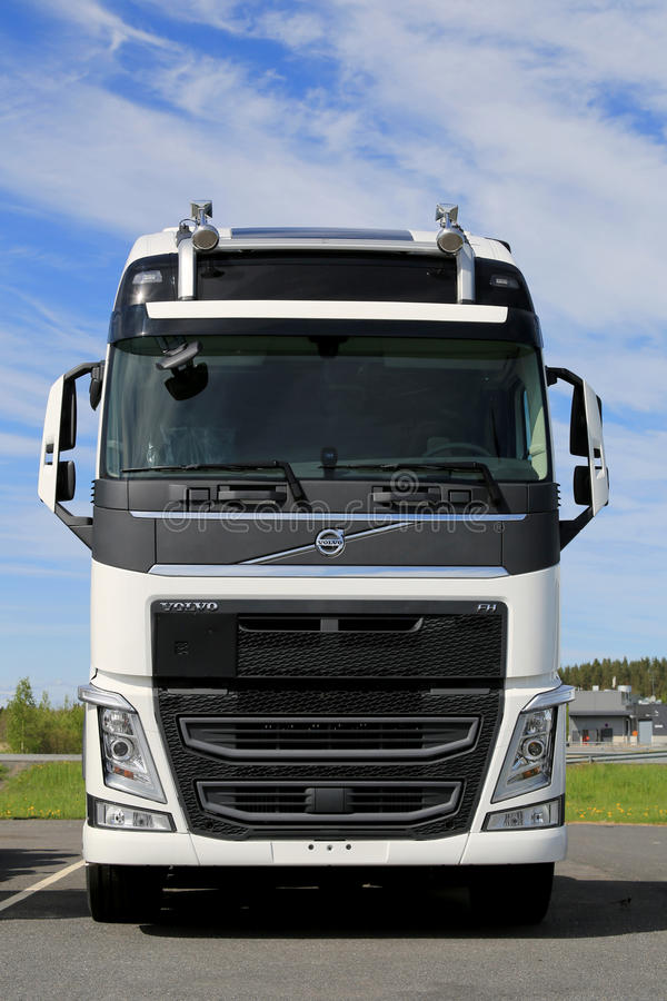 Nouveau camion blanc de Volvo FH, Front View image stock