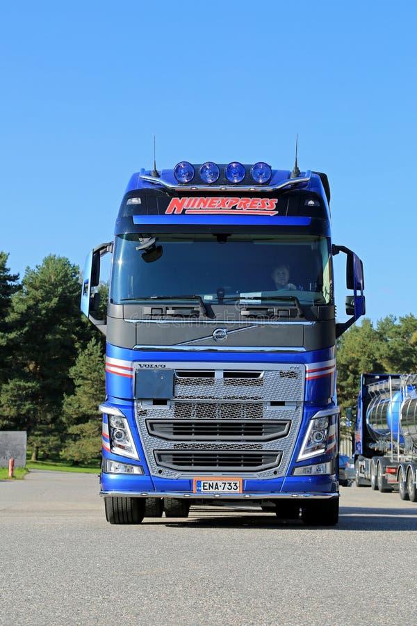 Nouveau camion de réservoir de Volvo FH, Front View images stock