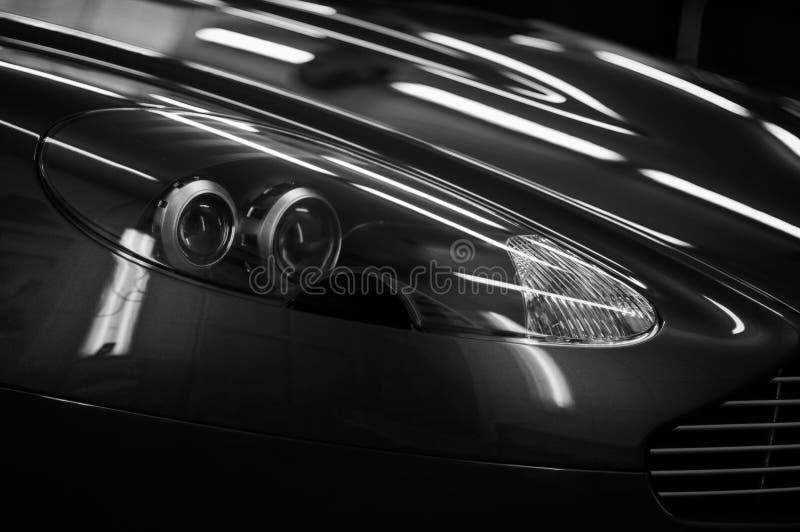 Nouveau détail de phares de voiture de sport photo stock