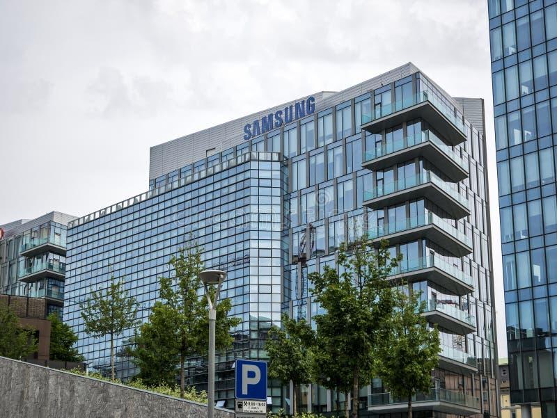 Nouveau district des affaires de Milan photos stock