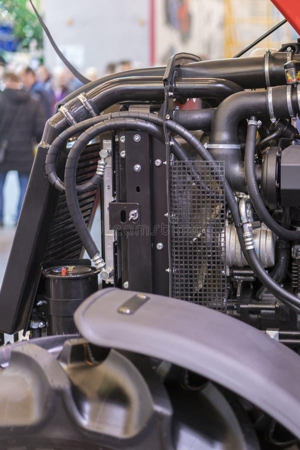 Nouveau moteur tracteur diesel agricole moderne Nouveau moteur de pointe moderne de chargeur ou de petit tracteur Vue supérieure  image stock