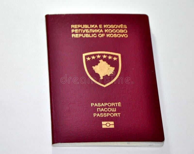 Nouveau passeport de Kosovo photographie stock libre de droits
