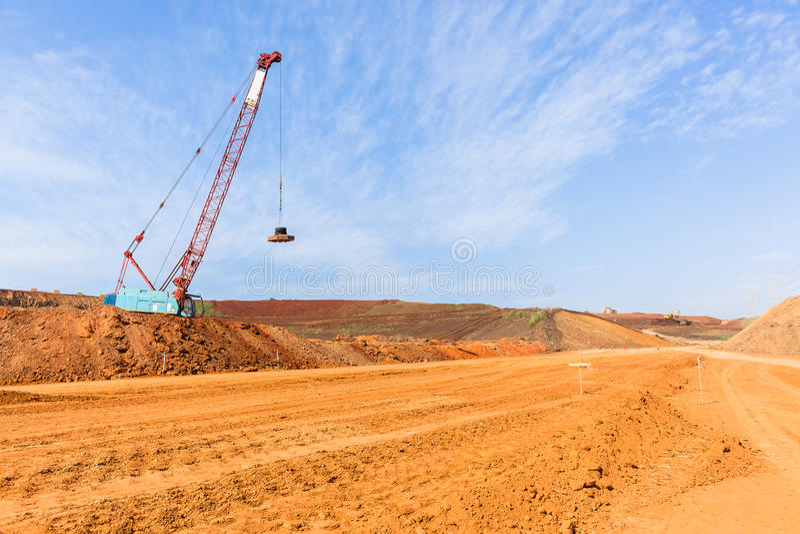 Nouveau paysage de terrassements de route de construction images libres de droits