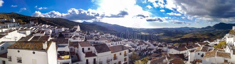 Nouveau pont à Ronda, un des villages blancs célèbres en Andalousie photos stock