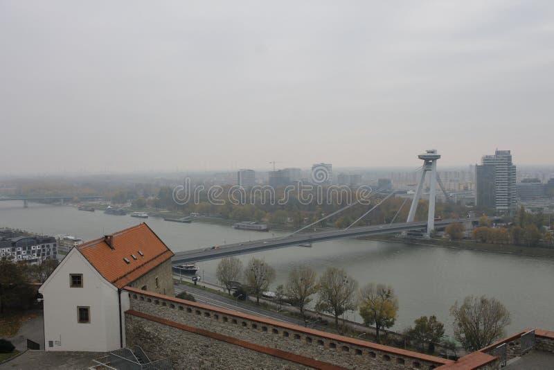 Nouveau pont de ch?teau - Bratislava, Slovaquie images stock