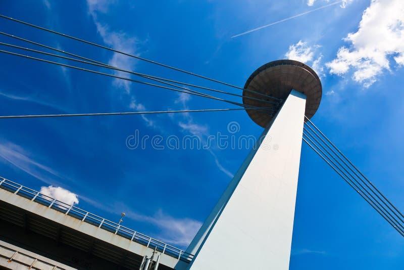 Nouveau pont (Novy plus) à Bratislava, Slovaquie photographie stock libre de droits