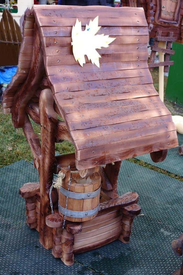 Nouveau puits en bois photographie stock libre de droits