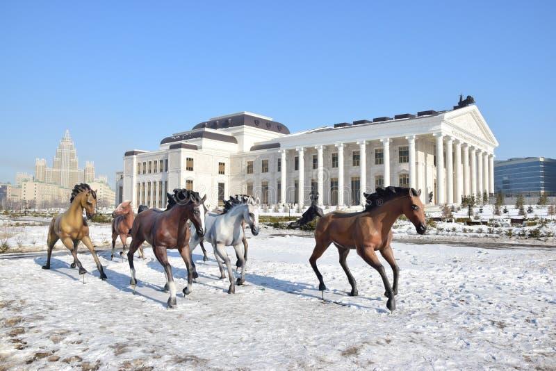 Nouveau théâtre d'opéra dans Astana_ Kazakhstan photographie stock