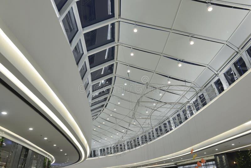 Nouveau type d'ampoules de LED utilisées dans la décoration commerciale moderne de bâtiment images libres de droits