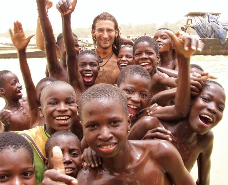 NOUVEAUX AMIS DANS LE FLEUVE NIGER images libres de droits
