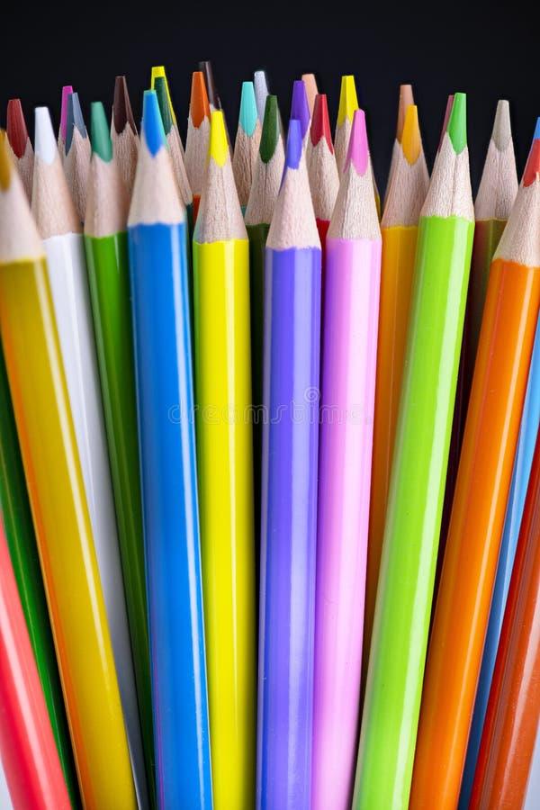 nouveaux crayons colorés vibrants et lumineux, photographie stock libre de droits