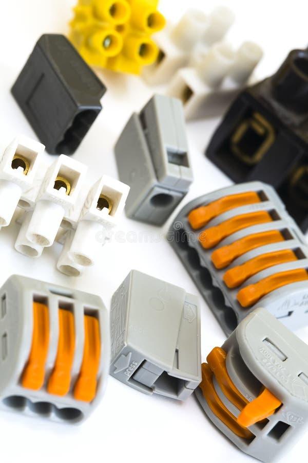 Nouveaux et plus anciens connecteurs pour les installations électriques photos libres de droits