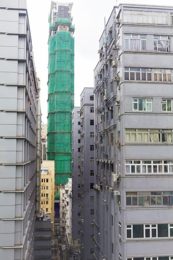 Download Nouveaux Et Vieux Appartements Surchargés De Ville Image stock - Image du ville, développement: 56480095