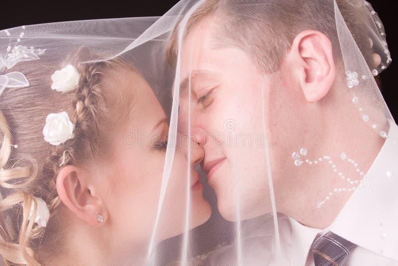 Nouveaux mariés heureux photo stock