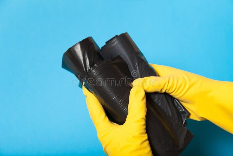 Nouveaux sacs de déchets, conteneur de coupage noir photos stock