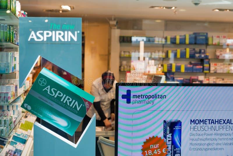 Nouvel Aspirin dans la pharmacie de Berlin, Allemagne photo stock