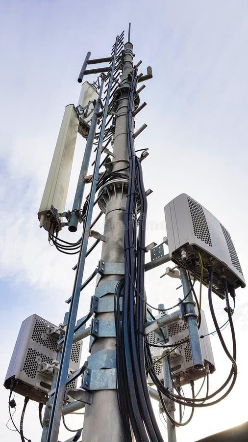 Nouvel ?quipement de t?l?communication du r?seau de radio 5G avec les modules par radio et les antennes intelligentes photographie stock
