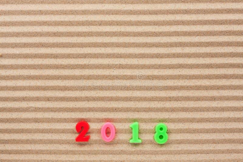 Nouvelle année 2018 écrite sur le sable de vague, avec l'espace pour votre texte photo stock