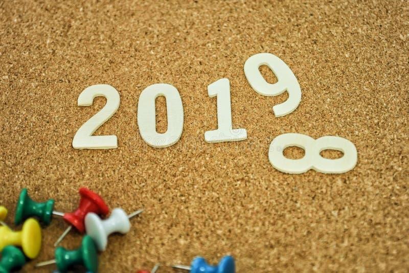 Nouvelle année 2019 avec le fond de corkboard photographie stock