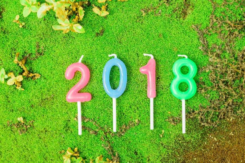 Nouvelle année 2018 bougies de textes numériques photos libres de droits