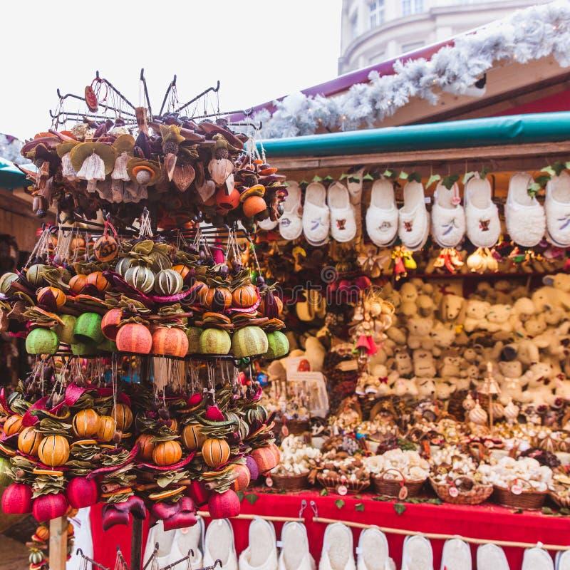 Nouvelle année et Noël justes Fruits secs, épices, flairant des décorations Budapest, Hongrie photos libres de droits