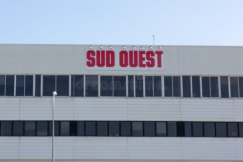 Nouvelle Aquitania/Francia - 03 28 2019 de Burdeos: El periódico de Ouest del Sud cubre la Gironda, Charente, Charente-marítimo,  foto de archivo