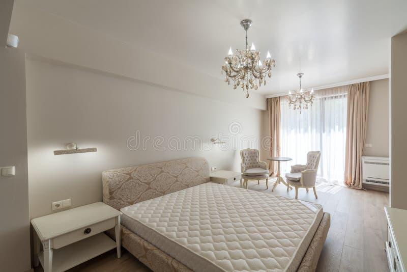 Nouvelle chambre à coucher moderne de luxe Maison neuve Photographie intérieure photos stock