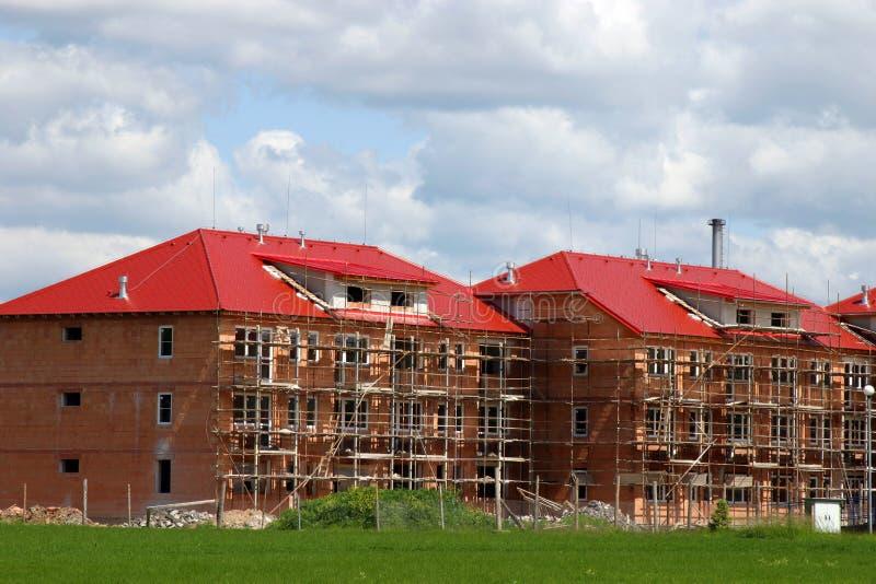 Nouvelle construction de maison et à la maison photos stock