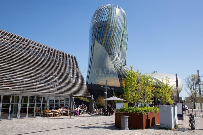 Nouvelle de Bordeaux l'Aquitaine/France - 03 28 2019 : Citez du vin est musée de vin consacré à la production de vin du pays de B photographie stock