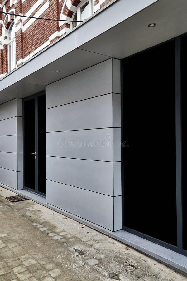 Nouvelle extension moderne d'une maison photographie stock libre de droits