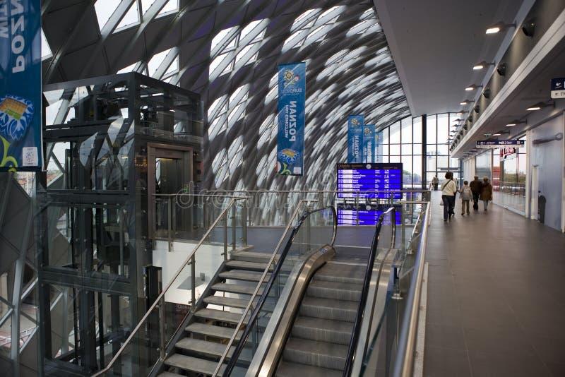 Download Nouvelle Gare Ferroviaire à Poznan Image éditorial - Image du rampe, poli: 45350460