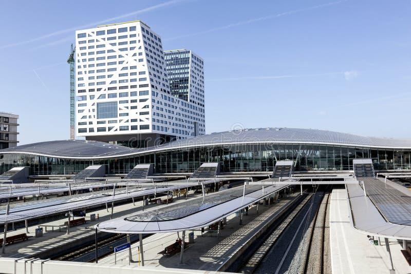Nouvelle gare ferroviaire Utrecht vu de la passerelle images stock