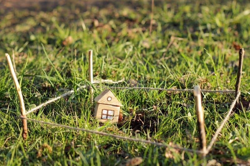 Download Nouvelle Maison Avec La Terre Image stock - Image du vente, été: 76076585