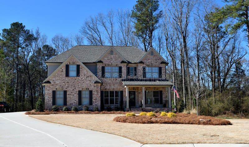 Nouvelle maison, Watkinsville, la Géorgie avec l'allée image stock