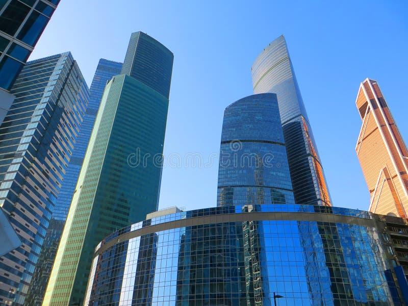 Nouvelle Moscou-ville ayant beaucoup d'étages de gratte-ciel photos libres de droits