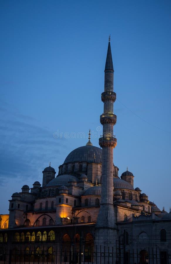 Nouvelle mosquée à Istanbul Turquie au coucher du soleil photographie stock