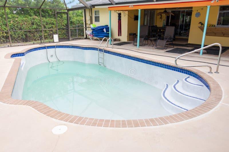 Nouvelle piscine remplissante photographie stock libre de droits
