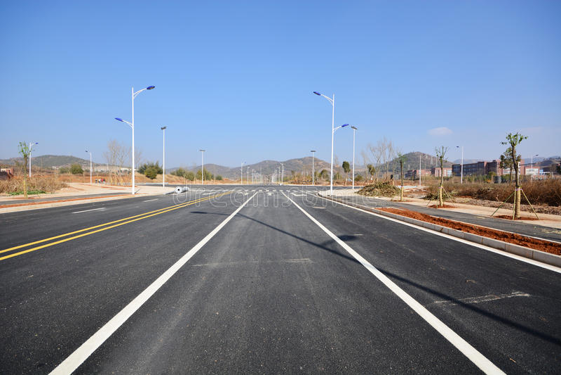Nouvelle utilisation de route et d'infrastructure images stock